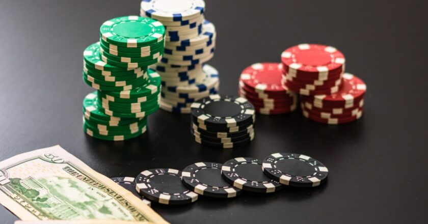 When playing online slots, there are pitfalls to avoid