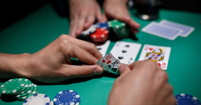The best way to play online Dominoes at LigaPoker